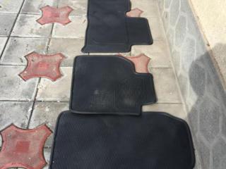 Резиновые коврики в салон