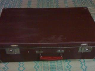 Продам 2 старинных винтажных б/у чемодана времен СССР недорого.
