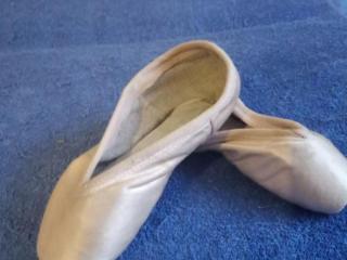 Продам балетные пуанты для девочки