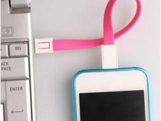 Для телефонов: адаптер 2,5/3,5мм; адаптер micro-USB; повербанк; шнурки