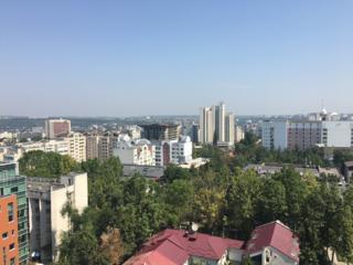 Продам 3-комнатную квартиру в центре, ул. Букурешть