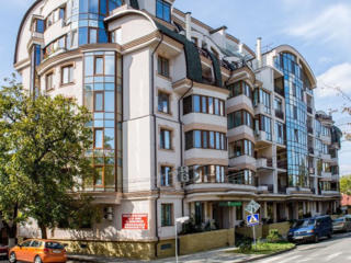 Квартира с ремонтом в новом доме, центр, ул. Бернардацци 83