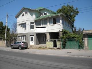 Продаю недорого коммерческую недвижимость 300 m2 - 200 евро/1 m2 торг.