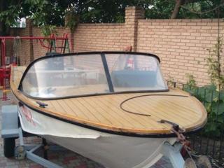 Продам моторную лодку на безе Днепр