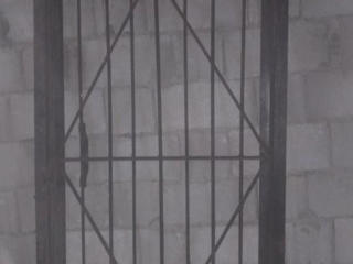 Продается металлическая дверная решетка в отличном состоянии.