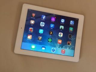 iPad 2 c 3G GSM-1500 руб