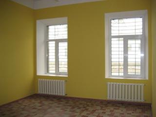 Сдаю в аренду в центре Кишинёва помещение - 100 м2 и 40 м2 под склад!