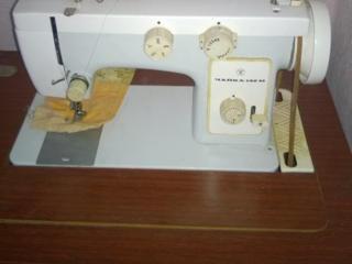 Швейная машинка с ножным приводом Чайка 142-М