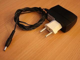 Зарядки для старых мобильных (в т. ч. и автомобильные).