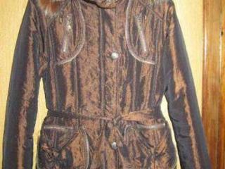 Продам куртку женскую Б/У размер 46