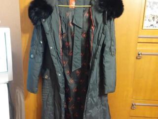 1) Пуховик в отличном состоянии. 2) Чёрная юбка, утеплённая синтепоном