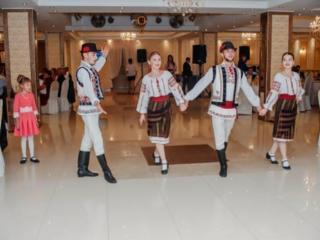 Dansatori la nunti si cumatrii