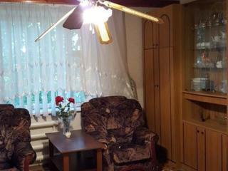 Продам 2-ком. кв. 3/5 на Шелковом в одноподъездном кирпичном доме