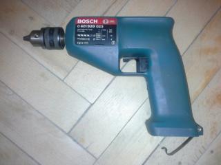 Aккумуляторная дрель Bosch.