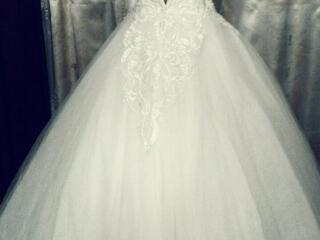 Продаю свадебное платье. Невенчанное.