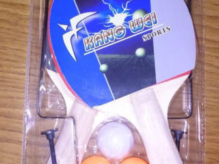 Теннисные ракетки, сетка, шарики, настольный теннис.