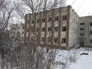 Бричаны Центр Недострой 3-эт. здание 4500м. 70 сот. 115000е