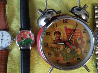 Оригинальные интересные часы.