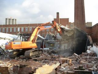 Бельцы! Снос демонтаж разборка строений сооружений конструкции домов!