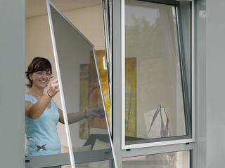 Ремонт пластиковых окон и дверей. Москитные сетки.