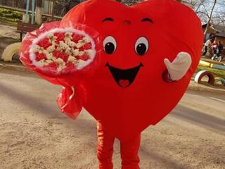 Inima curier face surpriza! Сердце курьер, доставка подарков!