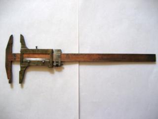 Штангенциркуль механический (250 мм).