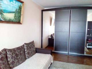 Se vinde apartament cu 2 odai in centrul Botanicei str. Dacia 7