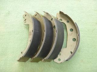 Продам комплект задних тормозных колодок 228.6 х 42.0.