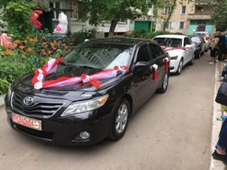 Черная Toyota Camry для обслуживания торжественных мероприятий