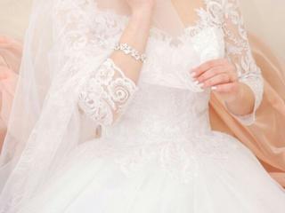 Продам нежнейшее свадебное платье, белоснежное.