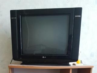 Продаются ТВ LG 45 у. е. и ТВ Samsung. 40 у. е. Торг.
