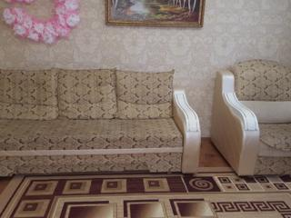 Раскладные диван с тремя подушками и кресло