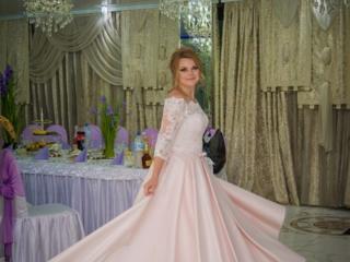 СРОЧНО продам красивое нежное свадебное платье со шлейфом.
