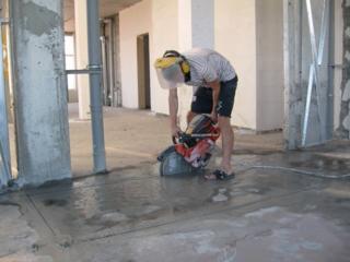 Демонтаж полов стяжки стен перегородок сантехкабин резка бетона