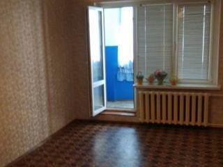В пгт. Первомайск срочно продаётся 3-ком. квартира +капгараж.