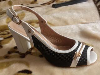 Продам босоножки женскую обувь