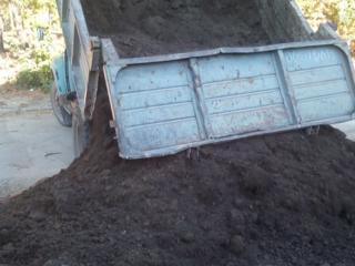 Бельцы. ЗИЛ САМОСВАЛ. Чернозем, песок, щебень.