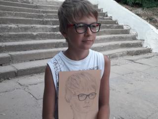 Рисую портреты по фото на заказ.