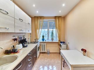 Apartament în sect, Posta Veche cu 3 odai, et 7/9.