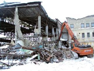 Снос строение сооружений конструкции домов очистка участков территории