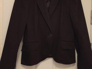 Продам пиджаки, блузки и юбку б/у недорого