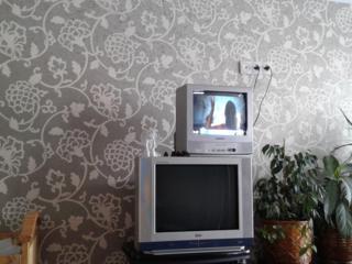 """Маленький телевизор """"Sharp"""" в отличном состоянии+подставка 1000 лей"""