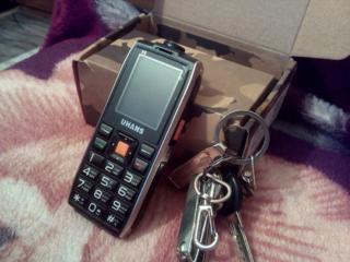 Кнопочный ударопрочный телефон
