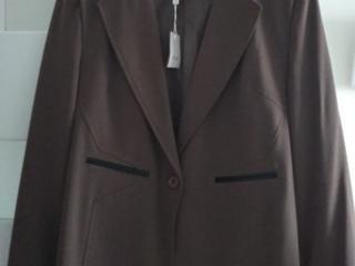 Продаю пиджак новый (Италия) с этикеткой 54 размер цена 190 лей.
