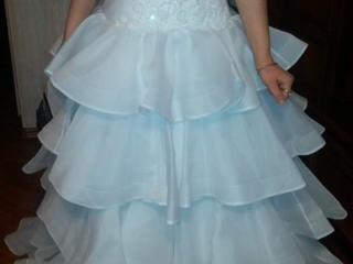 Свадебное платье 130руб. Зонт для фотосессии продажа 65 руб.