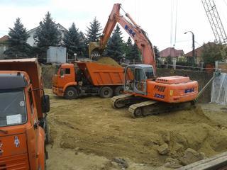 Servicii terasamente (excavare, transport, buldoexcavator, compactor)