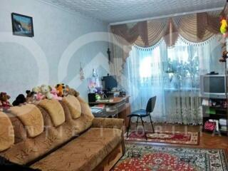 Apartament cu 2 camere, 53 m2,de mijloc, casa din cotileț, reparație,