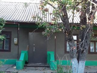 Casa buna de locuit chiar in centrul sat. Cosnita (linga Nistru),