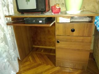 Продаётся мебель б/у (столы, стулья, кресла, кровати), трюмо
