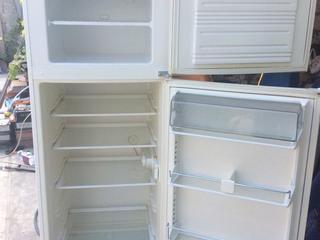 Холодильник работает прекрасно фирма Miele Германия, высота 1,75м